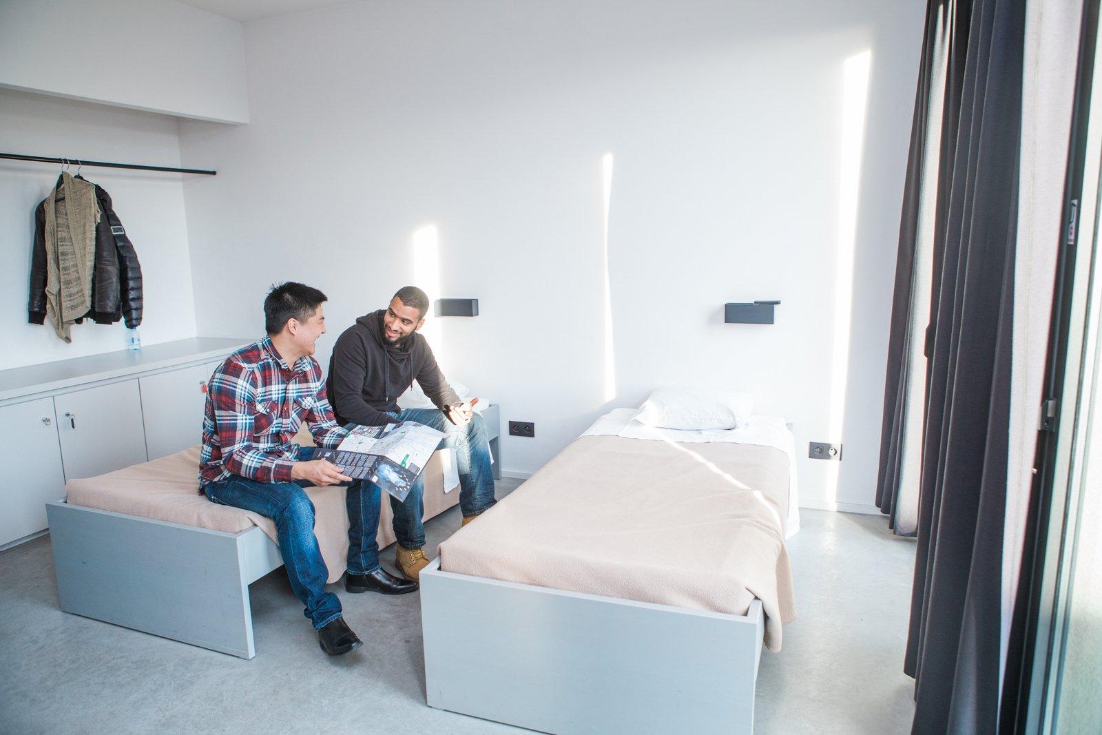 Twee gasten in een tweepersoonskamer
