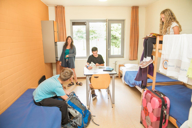 Familie in een comfortkamer