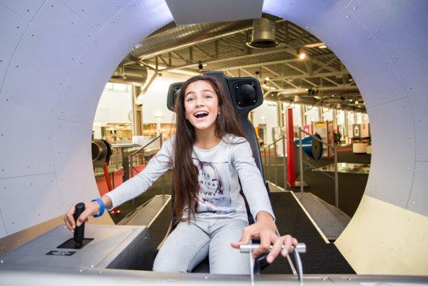 Meisje experimenteert in Technopolis Mechelen